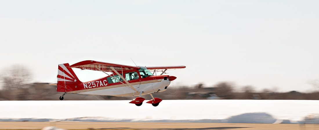 Landing plane | Classic Aviation